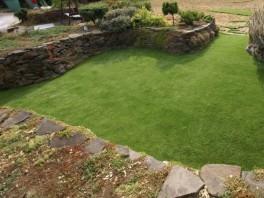 Položený umelý trávnik