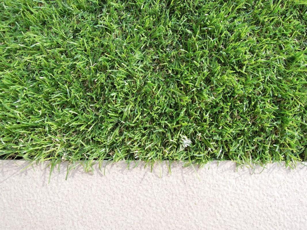Detail - Spoj chodník a umelá tráva